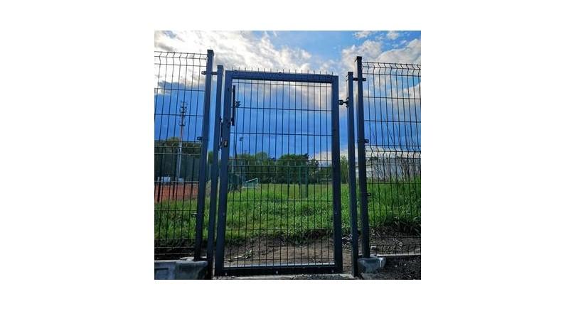 Brama wjazdowa dwuskrzydłowa z furtką – ceny, rozmiary i funkcje